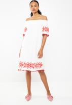 STYLE REPUBLIC - Pom pom bardot dress - white & red