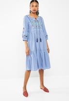 STYLE REPUBLIC - Tiered embroided maxi dress - blue