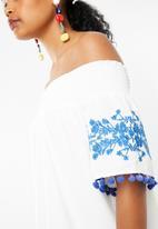 STYLE REPUBLIC - Pom pom bardot dress - blue and white