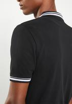 Superbalist - Pique tipped short sleeve slim polo - black