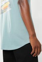 Superbalist - Curved hem printed longline tee - blue