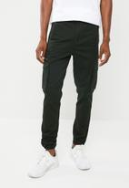 Superbalist - Slim cargo utility pants - green