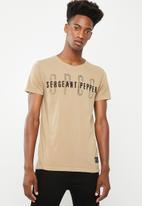 Sergeant Pepper - Crew neck tee with print & applique - tan