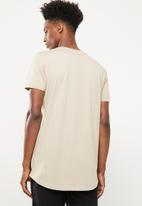 Superbalist - Curved hem printed longline tee - beige