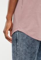 Superbalist - Curved hem printed longline tee - pink