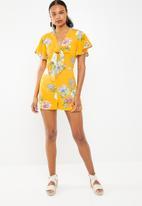 STYLE REPUBLIC - Tie front floral jumpsuit - yellow