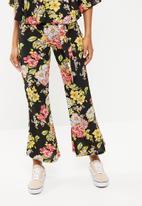 STYLE REPUBLIC - Highwaisted satin smart pants - black