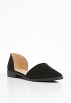 Superbalist - Pointed toe pump - black