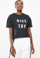 Superbalist - Drop shoulder printed tee - black
