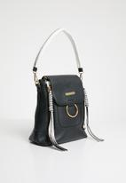 BLACKCHERRY - Tassel detail slingbag - black