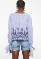 STYLE REPUBLIC - Tie sleeve embroided blouse - blue