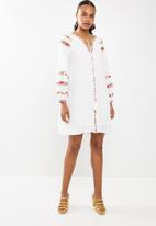 STYLE REPUBLIC - Floral embroided dress - white