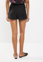 New Look - Premium belted short - black