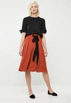Superbalist - Midi skirt with contrast tie - brown