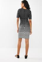 edit - Short sleeve pencil dress - black & white