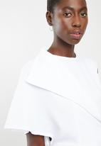 DAVID by David Tlale - Nomzamo flap top short - white