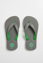 World Tribe - Ultimate junior flip flops - grey
