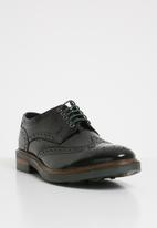 Base London - Woburn hi shine leather - black