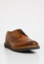 Base London - Orion leather brogue - tan