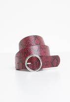 Missguided - Snake texture belt - red