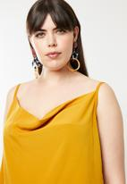 STYLE REPUBLIC PLUS - Semi cowl cami - mustard