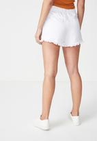 Cotton On - Stretch waist denim jogger short - white
