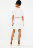 Jacqueline de Yong - Skild embroidered dress - white
