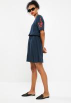 Jacqueline de Yong - Skild embroidered dress - navy