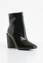Missguided - Feature heel front zip ankle boot - black