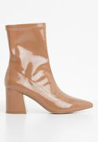 Missguided - Mid heel sock boot patent - neutral