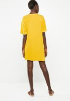 Superbalist - T-shirt dress with tie front - yellow
