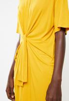 Superbalist - Tee dress with tie front - yellow
