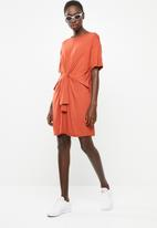 Superbalist - T-shirt dress with tie front - brown
