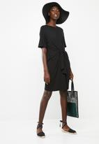 Superbalist - T-shirt dress with tie front - black