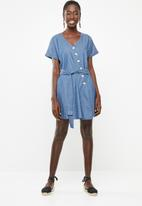 Superbalist - Asymmetrical button detail denim dress - blue