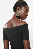 Superbalist - Fitted off the shoulder button through top - black