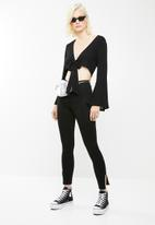 Missguided - Tie front flare sleeve crop top - black