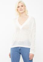 Missguided - V-neck sheer jumper - white
