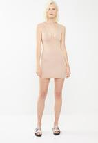 Missguided - Extreme scoop out back mini dress - neutral