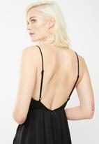 Missguided - Plunge satin tie maxi dress - black