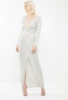 Missguided - Plunge metallic twist maxi dress - grey & gold