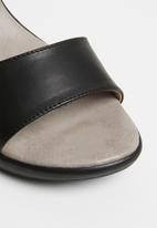 Phelan - Ankle strap leather wedge - black