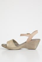 Phelan - Ankle strap leather wedge - gold