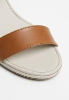 Phelan - Ankle strap leather heels - tan