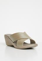 Phelan - Crossover leather wedges - gold