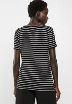 edit - Basic V-neck T-shirt - black