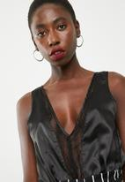 Missguided - Satin and lace plunge v neck bodysuit - black