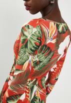 Missguided - Tie front tropical print bodycon dress - red