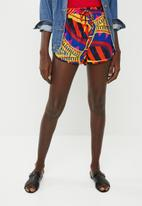 Missguided - Printed runner short - multi