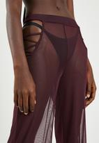 Missguided - Mesh lattice side trouser cover up - burgundy